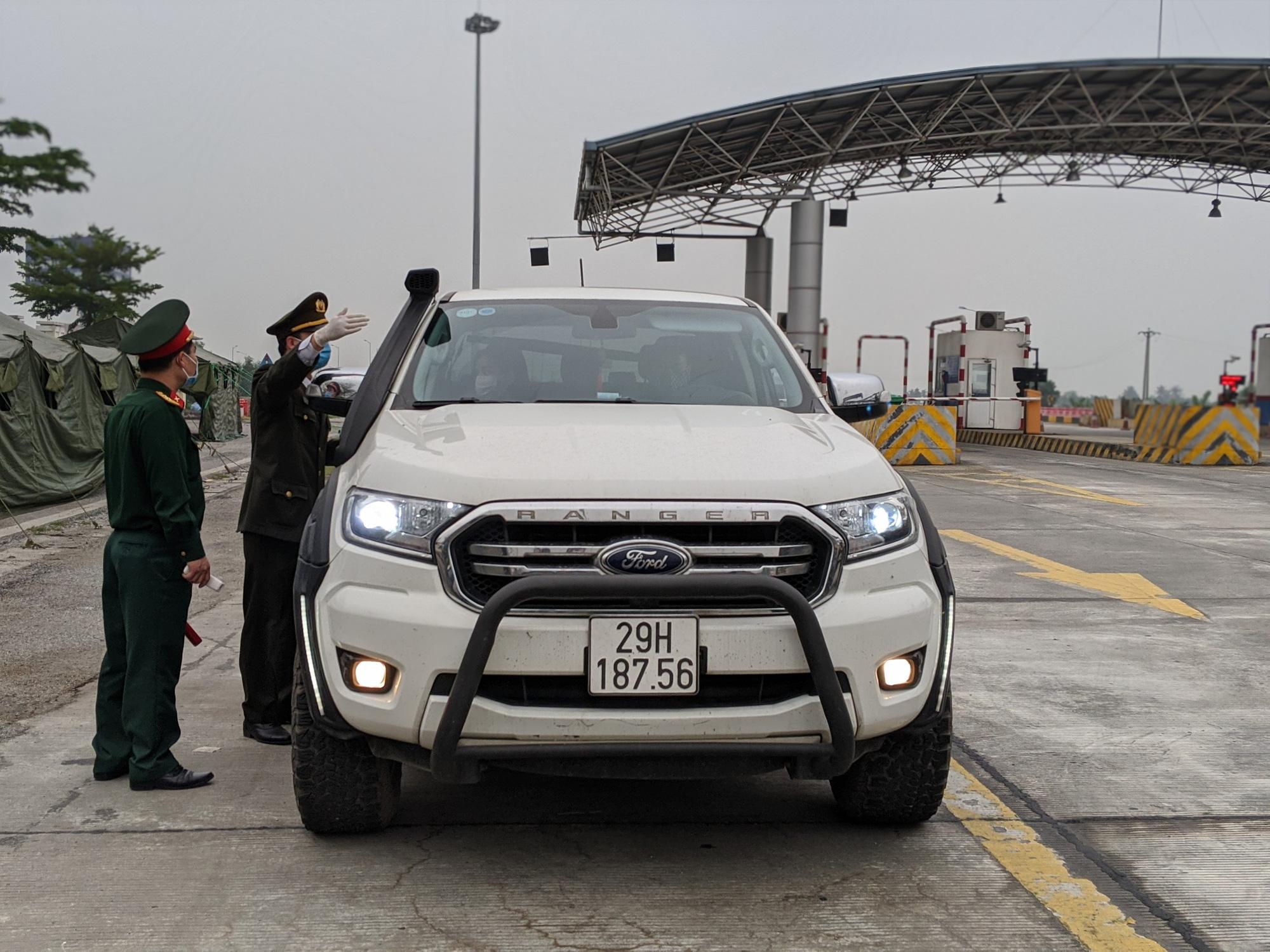 Nhiều xe ngoại tỉnh về Hải Phòng phải quay đầu khi kiểm tra y tế  - Ảnh 1.