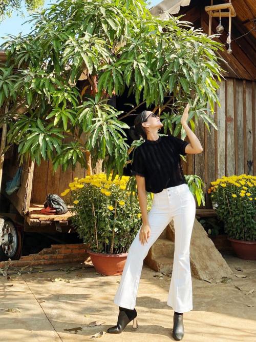 Hoa hậu HHen Niê mải mê thu hoạch rau trái trong vườn, rẫy - Ảnh 5.