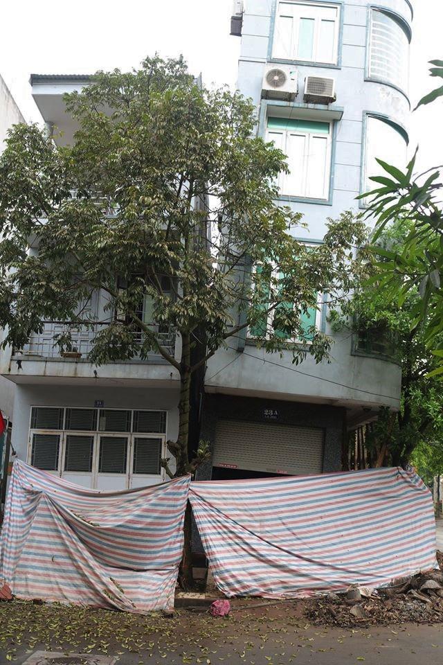 Hải Phòng: Chủ nhà cùng hàng xóm sơ tán trong đêm vì ngôi nhà bỗng sụt nghiêng dọa đổ - Ảnh 3.