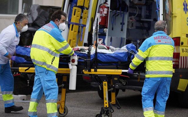 Nước Pháp sốc vì mất thêm hơn 1.300 người trong 1 ngày, Mỹ thêm gần 3 vạn ca mắc mới COVID-19 - Ảnh 6.
