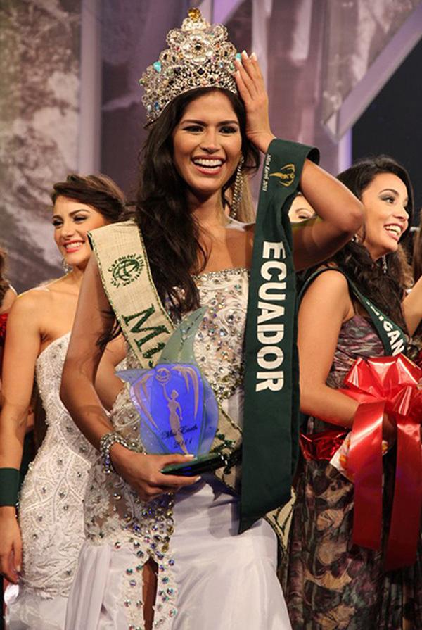 Hoa hậu Trái Đất 2011 dương tính với Covid-19 - Ảnh 2.