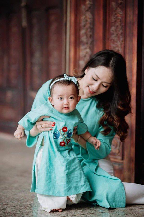 Khánh Thi như trẻ ra cả chục tuổi khi cùng con gái diện đồ đôi ăn ý  - Ảnh 9.