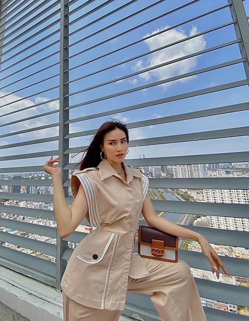Lan Ngọc chụp ảnh trên sân thượng để tránh dịch - Ảnh 3.