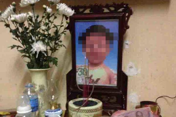 Mức án nào cho mẹ và cha dượng bạo hành cháu bé 3 tuổi? - Ảnh 1.