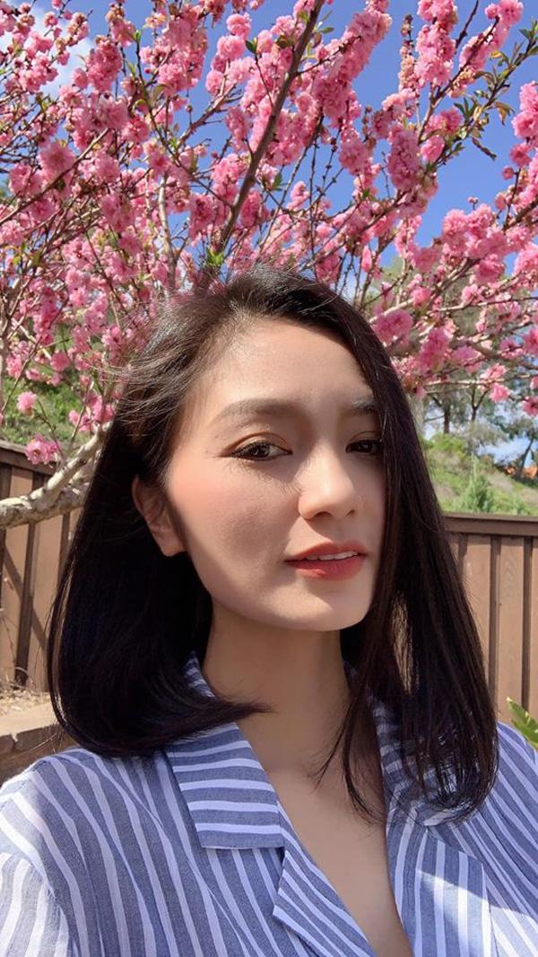 Bống Hồng Nhung nói chuyện với hoa, cô San - Diệu Hương nấu món Việt thết đãi cả nhà khi sống bên Mỹ - Ảnh 7.