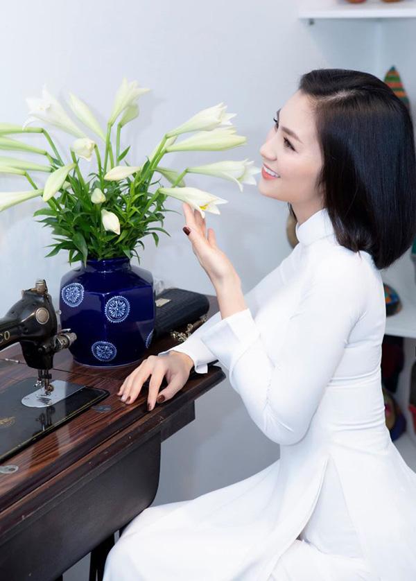 Bống Hồng Nhung nói chuyện với hoa, cô San - Diệu Hương nấu món Việt thết đãi cả nhà khi sống bên Mỹ - Ảnh 8.