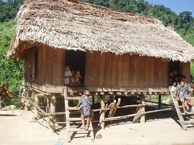 Gần 20 người dân tộc Mày bỏ bản trốn vào rừng vì sợ dịch COVID-19 - Ảnh 2.
