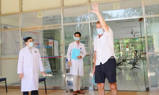 Thêm 4 bệnh nhân COVID-19 bình phục, Việt Nam đã chữa khỏi một nửa số ca mắc - Ảnh 1.