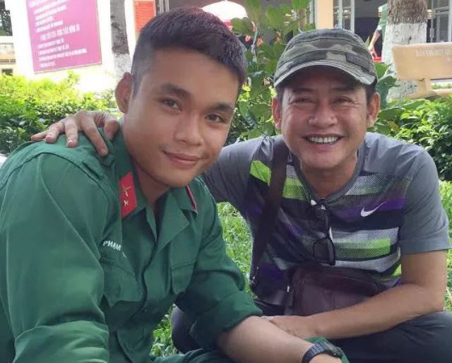 Tấn Beo tiễn con trai tham gia tuyến đầu chống dịch - Ảnh 2.