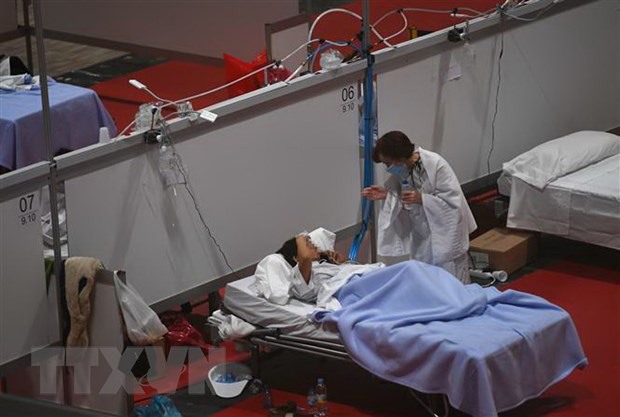 Ngày thứ 3 liên tiếp Mỹ chứng kiến thêm 2.000 người chết, COVID-19 không thể kết thúc vào mùa hè - Ảnh 6.