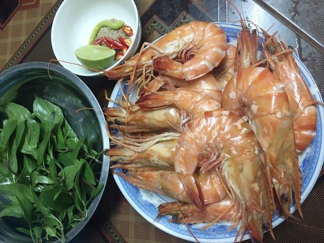 Tôm sú tự nhiên khổng lồ rầm rộ về Sài Gòn, giá rẻ chưa từng thấy - Ảnh 4.