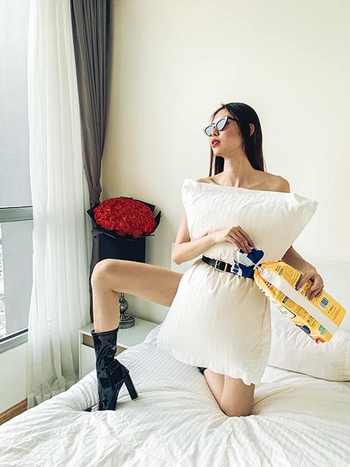 Sao Việt đua nhau biến gối ngủ thành váy sexy - Ảnh 7.