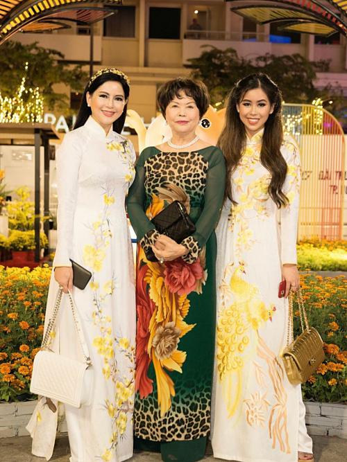 Tiên Nguyễn khoe nhan sắc bên mẹ -                 Ảnh 8.