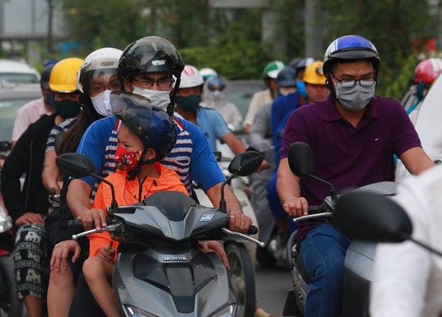 Vụ An toàn giao thông giải thích về đề xuất xe máy phải bật đèn ban ngày gây tranh cãi - Ảnh 1.