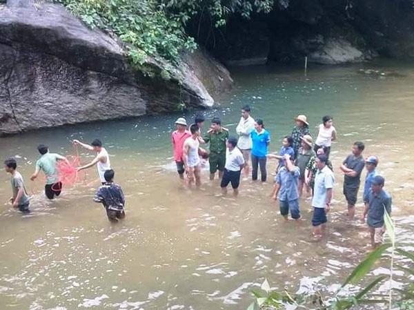 Đi picnic cùng gia đình, một thanh niên bị nước cuốn trôi - Ảnh 1.