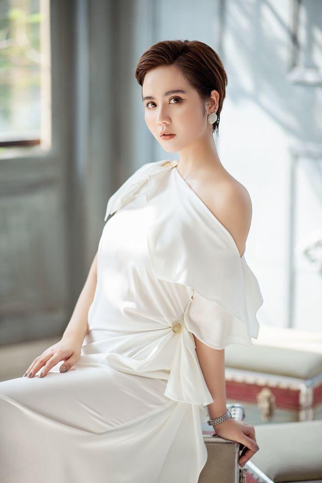 4 mỹ nhân Tình yêu và tham vọng quyến rũ với váy trắng - Ảnh 8.
