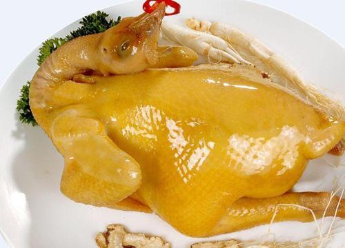 Chỉ cần cho thêm thứ này, gà luộc sẽ vàng ươm, trăm con như một - Ảnh 2.