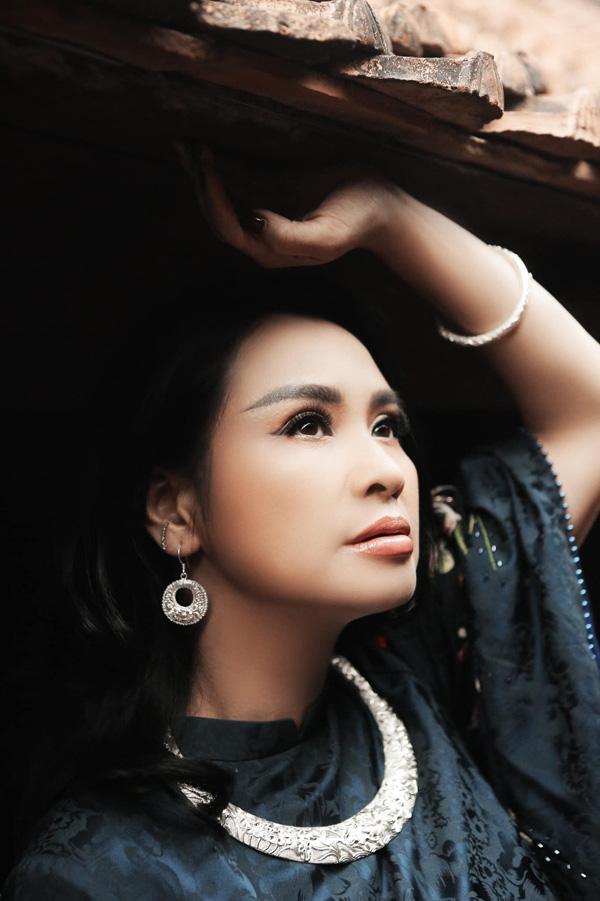 Diva Thanh Lam, Bống Hồng Nhung: Nhan sắc U50 ngọt ngào và đang có bạn trai mới - Ảnh 2.