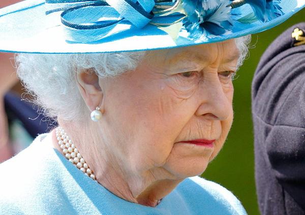Tiền bạc cạn kiệt do dịch COVID-19 hoành hành, Nữ hoàng Anh đau đầu đối diện với khó khăn chưa từng có - Ảnh 2.