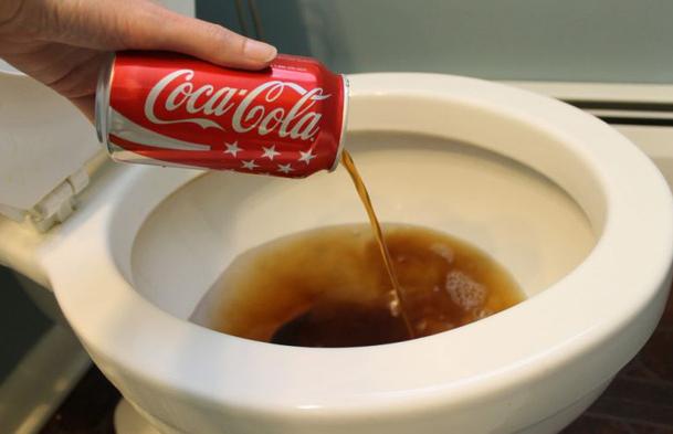 Ngoài việc để uống, dám chắc bạn chưa biết 5 công dụng ngoài sức tưởng tượng này của Coca-cola - Ảnh 2.