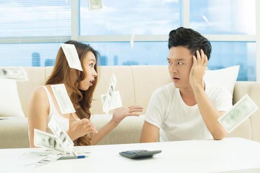 Ghen tỵ, nói xấu, dìm hàng vợ khắp nơi chỉ vì vợ kiếm nhiều tiền hơn - Ảnh 2.