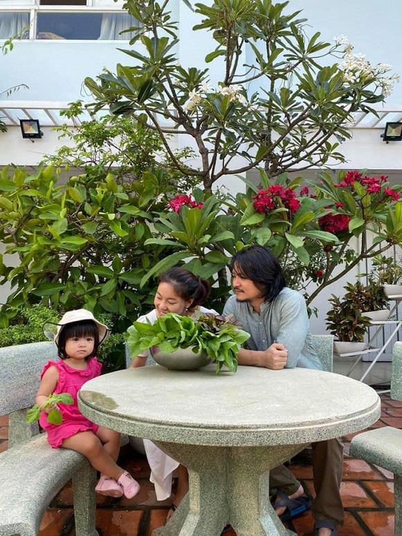 Khám phá vườn rau sạch của vợ chồng đạo diễn của các Hoa hậu Hoàng Nhật Nam - Ảnh 6.