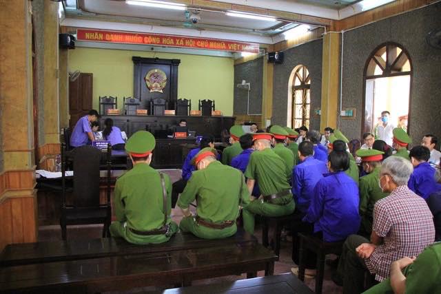 Nhiều bị cáo kêu oan, thay đổi lời khai tại phiên toà xử vụ gian lận điểm thi ở Sơn La - Ảnh 2.