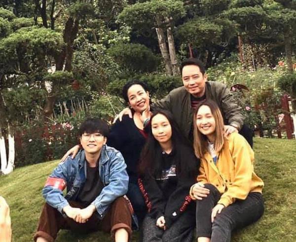 Mỹ Linh, Hà Trần: Cuộc sống viên mãn của 2 quý bà biết đủ ở tuổi U50 - Ảnh 6.