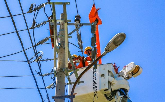 Nắng nóng gay gắt, tiêu thụ điện cao nhất lịch sử - Ảnh 1.