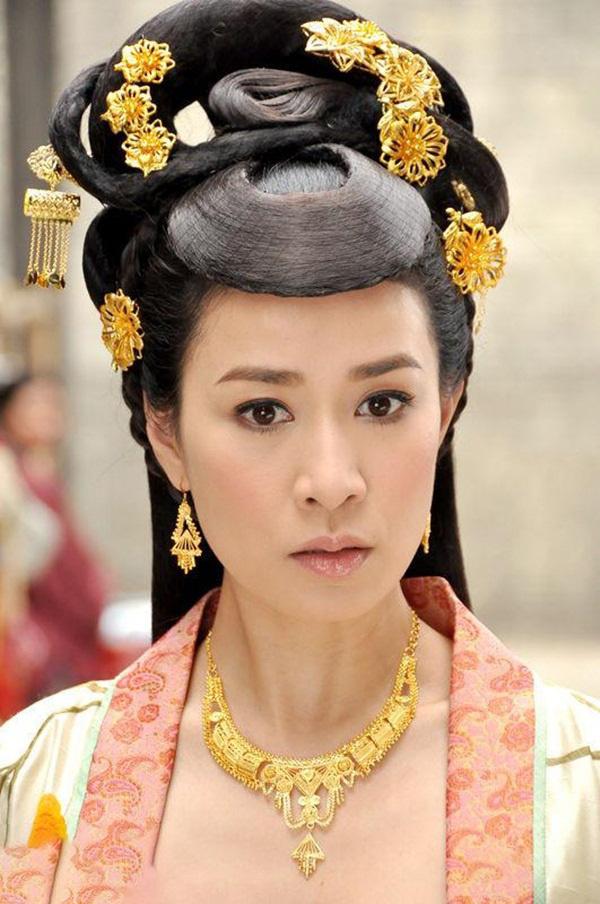 Xa Thi Mạn - Ảnh hậu Hong Kong giàu sụ, cô đơn sau thị phi giật chồng - Ảnh 3.