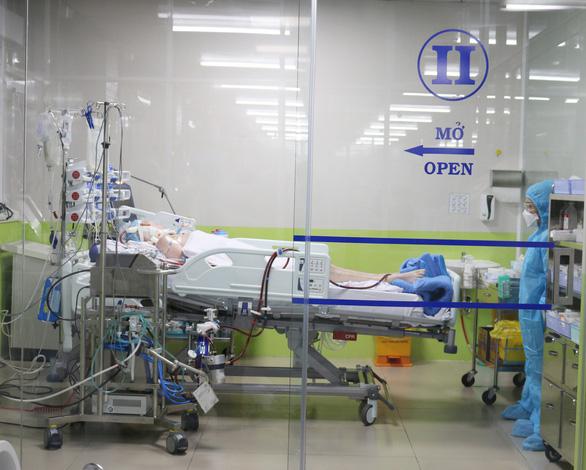 Hội chẩn trong đêm về bệnh nhân nguy kịch vì COVID-19 được quan tâm nhất hiện nay - Ảnh 2.