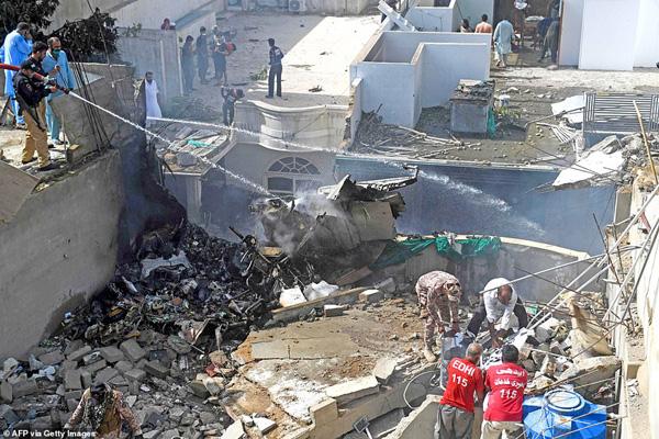 Nhiều sỹ quan quân đội, doanh nhân, nhân viên ngân hàng có mặt trong tai nạn rơi máy bay tại Parkistan ngày 22/5 - Ảnh 5.