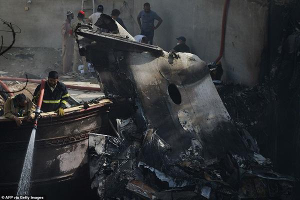 Nhiều sỹ quan quân đội, doanh nhân, nhân viên ngân hàng có mặt trong tai nạn rơi máy bay tại Parkistan ngày 22/5 - Ảnh 6.