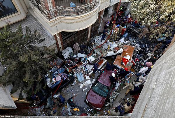 Nhiều sỹ quan quân đội, doanh nhân, nhân viên ngân hàng có mặt trong tai nạn rơi máy bay tại Parkistan ngày 22/5 - Ảnh 7.