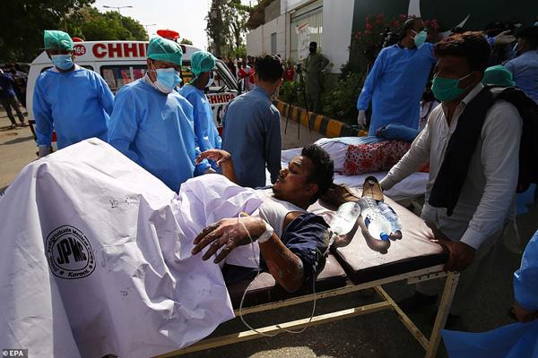 Nhiều sỹ quan quân đội, doanh nhân, nhân viên ngân hàng có mặt trong tai nạn rơi máy bay tại Parkistan ngày 22/5 - Ảnh 8.