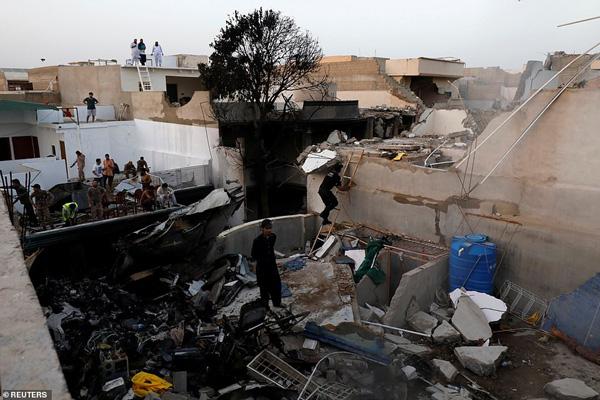 Nhiều sỹ quan quân đội, doanh nhân, nhân viên ngân hàng có mặt trong tai nạn rơi máy bay tại Parkistan ngày 22/5 - Ảnh 10.