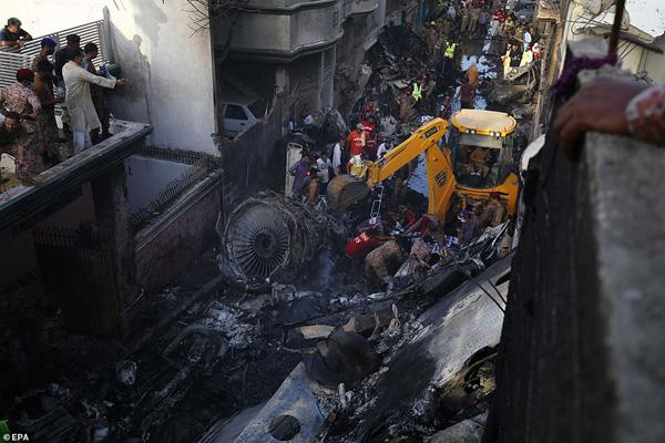 Nhiều sỹ quan quân đội, doanh nhân, nhân viên ngân hàng có mặt trong tai nạn rơi máy bay tại Parkistan ngày 22/5 - Ảnh 11.