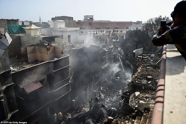 Nhiều sỹ quan quân đội, doanh nhân, nhân viên ngân hàng có mặt trong tai nạn rơi máy bay tại Parkistan ngày 22/5 - Ảnh 12.