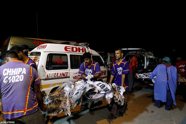 Nhiều sỹ quan quân đội, doanh nhân, nhân viên ngân hàng có mặt trong tai nạn rơi máy bay tại Parkistan ngày 22/5 - Ảnh 14.