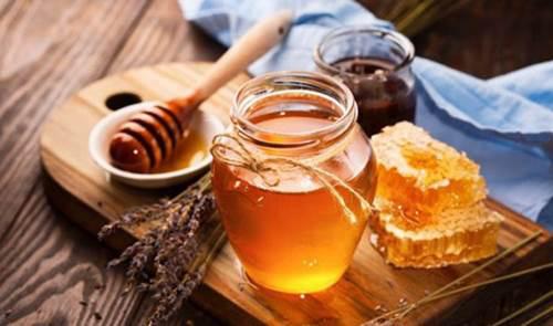 6 cách làm trắng da bằng mật ong giúp chị em không sợ đen da khi nắng hè đến - Ảnh 1.