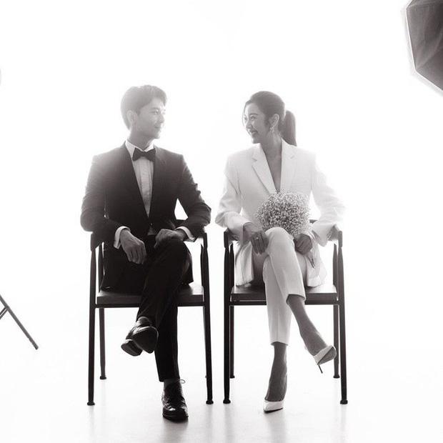 Ảnh cưới style cực nam tính của Thúy Vân được hé lộ, ngày cưới chính thức vẫn là ẩn số - Ảnh 2.