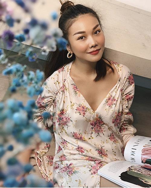 Hè đến sao Việt lăng xê váy hoa nhưng ngắm những chiếc váy hàng hiệu khủng của mẹ con chị em nhà Hà Tăng mới thấy choáng - Ảnh 11.