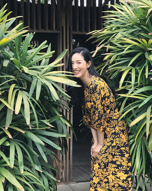Hè đến sao Việt lăng xê váy hoa nhưng ngắm những chiếc váy hàng hiệu khủng của mẹ con chị em nhà Hà Tăng mới thấy choáng - Ảnh 15.