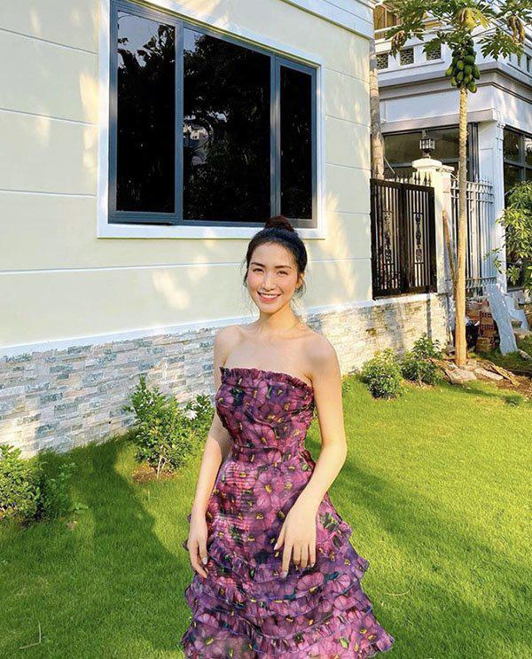 Hè đến sao Việt lăng xê váy hoa nhưng ngắm những chiếc váy hàng hiệu khủng của mẹ con chị em nhà Hà Tăng mới thấy choáng - Ảnh 14.