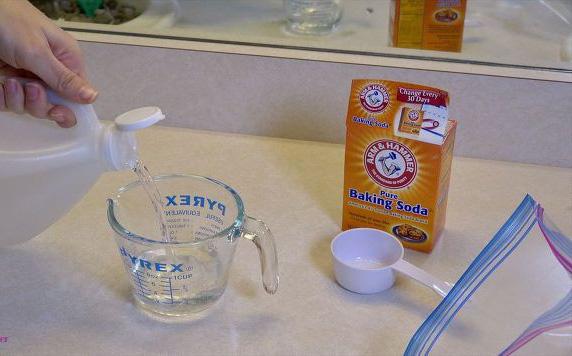 Nhiều người đang tắm dưới vòi hoa sen đầy cặn bẩn mà không biết đây là cách đơn giản vệ sinh nó - Ảnh 3.