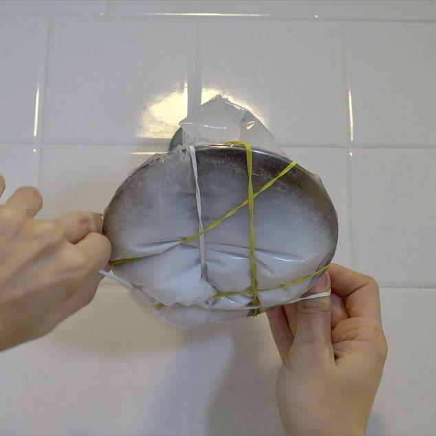 Nhiều người đang tắm dưới vòi hoa sen đầy cặn bẩn mà không biết đây là cách đơn giản vệ sinh nó - Ảnh 5.