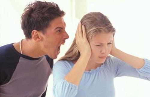 Luôn miệng chỉ trích vợ ở nhà mỗi việc chăm con không xong, chồng ân hận khi bí mật lắp camera theo dõi - Ảnh 2.