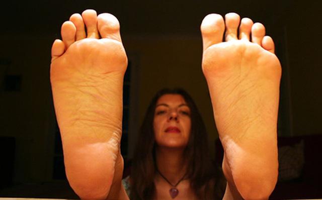 Bàn chân của người nhiều bệnh tật, tuổi thọ kém luôn có chung 7 dấu hiệu nhỏ này: Cả đàn ông lẫn phụ nữ đều nên kiểm tra ngay - Ảnh 4.