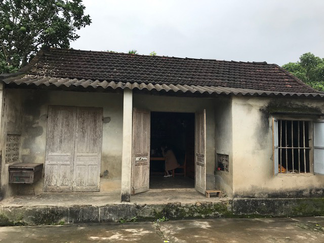 Đôi vợ chồng nghèo ở Hà Tĩnh cầu xin sự sống cho con trai bị não úng thủy - Ảnh 3.