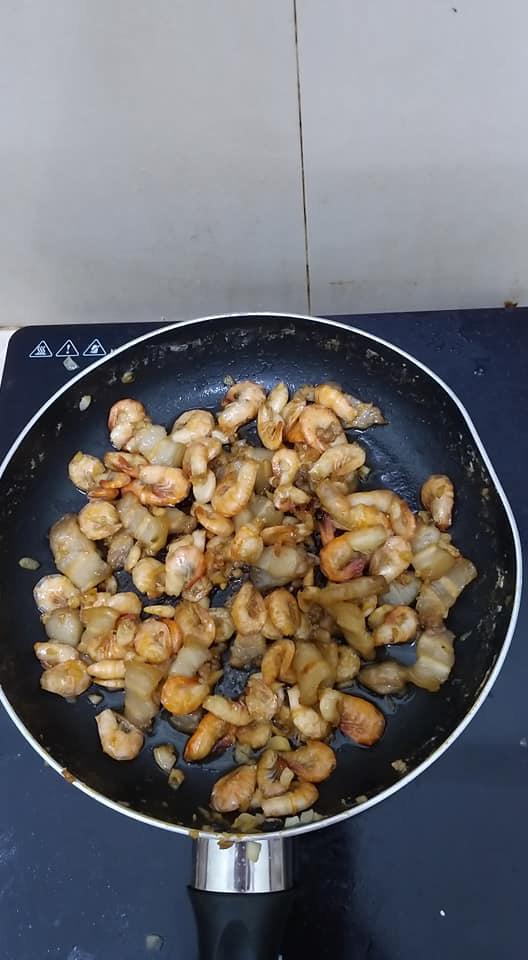 Thử rang tôm theo quy trình đảo ngược, đảm bảo bên trong thấm vị, vỏ ngoài giòn tan, hao cơm vô cùng - Ảnh 4.